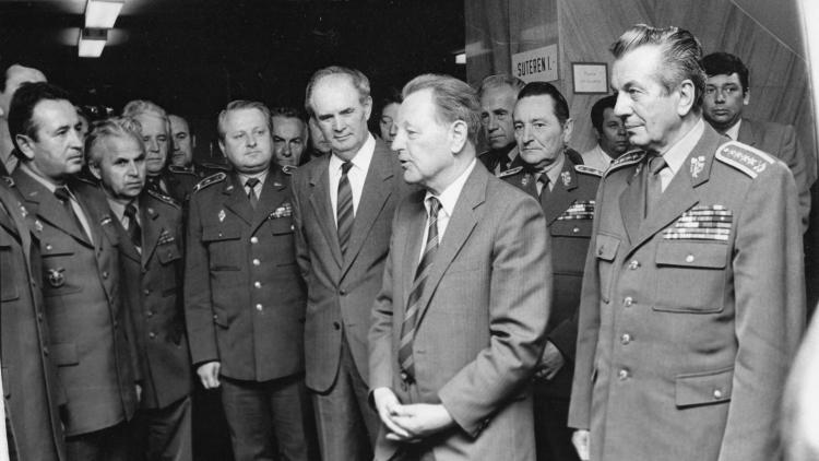 """HYB4SAMET 2019: Přednáška dr. Tomka """"Československá lidová armáda v době Sametové revoluce"""""""